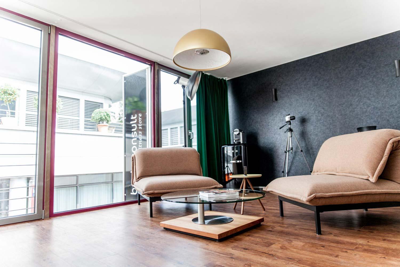 zahnarzt-veneer-veneers-portrait-unternehmen-besprechung-lounge