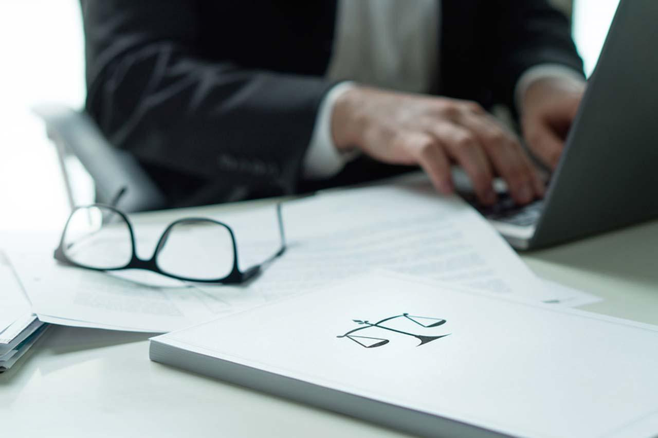 Zwangsversteigerung: Online-Portale für Käufer, Amtsgericht Liste und Tipps