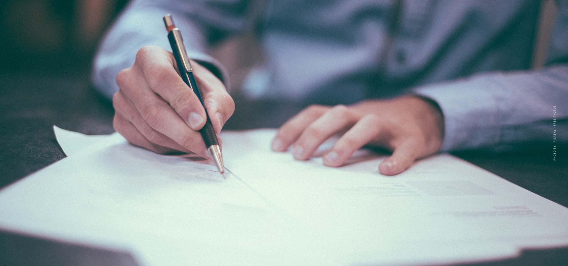 Dienstbarkeit - Definition, drei Arten & auf Englisch