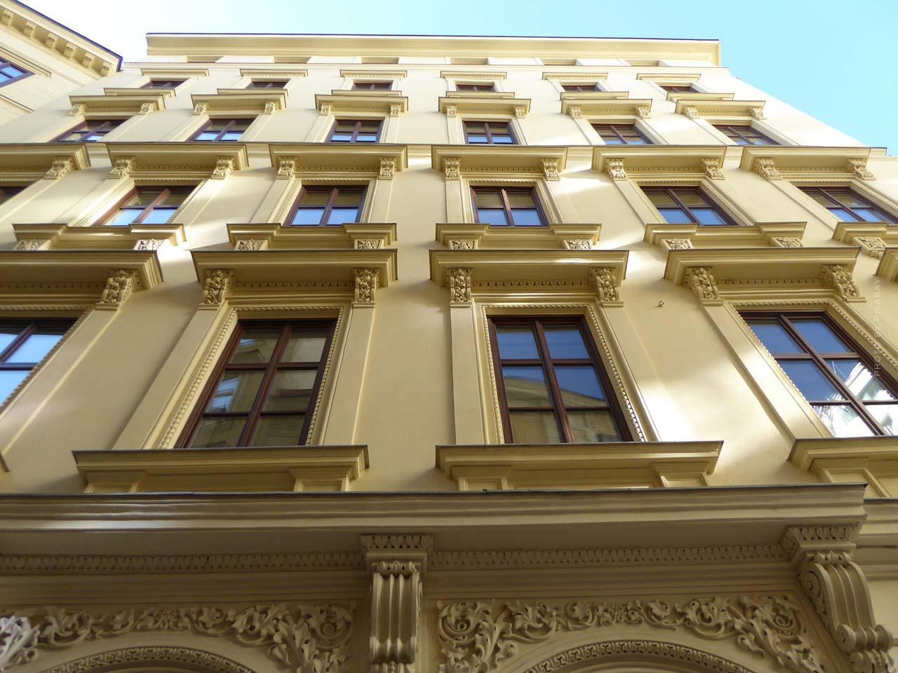 Mehrfamilienhaus kaufen: Kosten, Ablauf, Sanierung und Neu-Vermietung