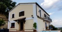 Italien, Cosenza 87046 – Traditionelle Villa 107.640 SqFt. – $912,000