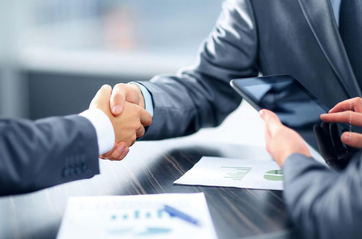 Kapitalertragsteuer (KapESt): Wie hoch? Freibetrag, GmbH, Aktien & Gesetz