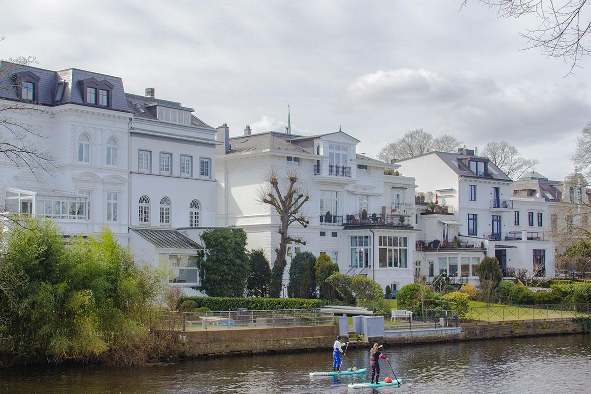 Wohnen in Harvestehude (Hamburg): Villa und Wohnung kaufen am Ufer der Alster - Besichtigung, Quadratemterpreise & Co.
