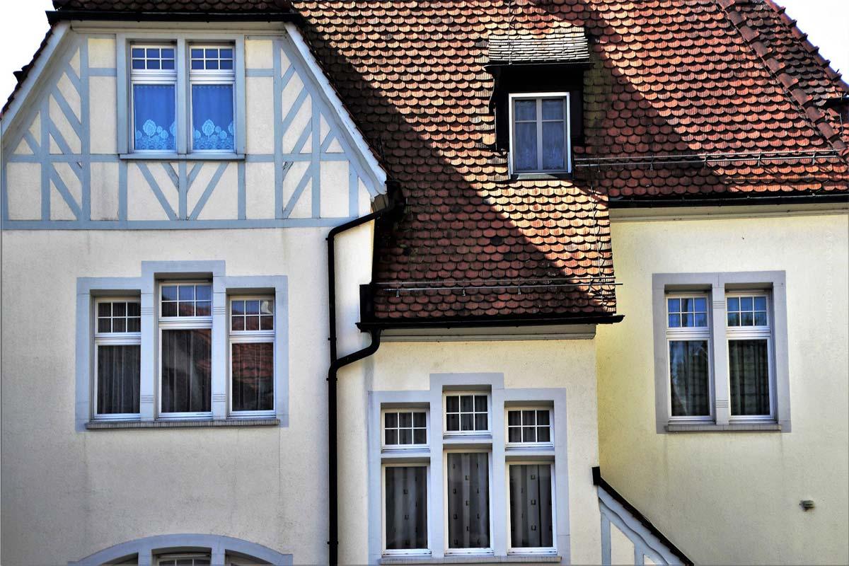 Immobilienarten: Wohnung oder Haus kaufen? Rendite und Investment